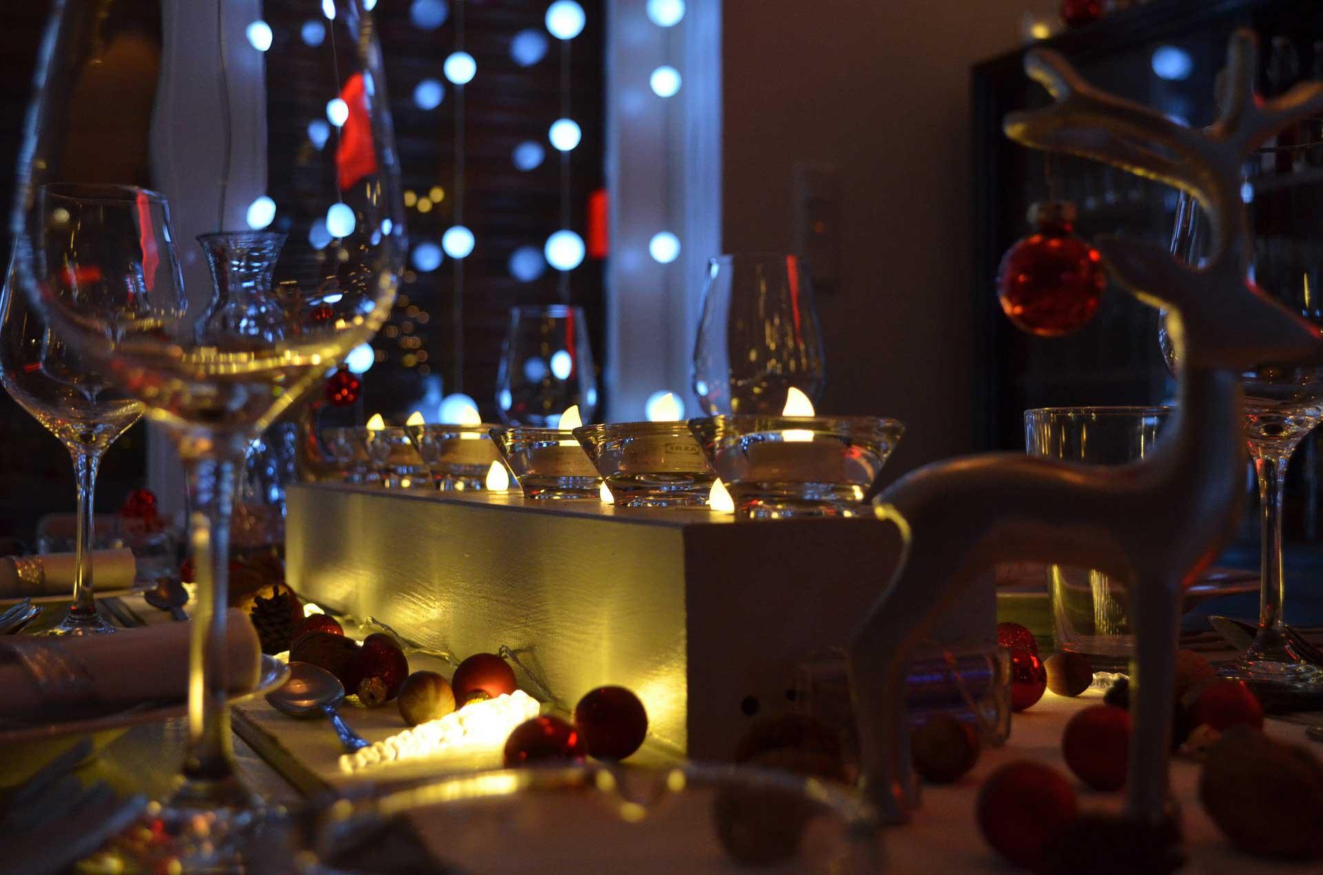 Il Natale in tavola, allestirla con gusto non è da tutti, ma basta seguire questi cinque consigli